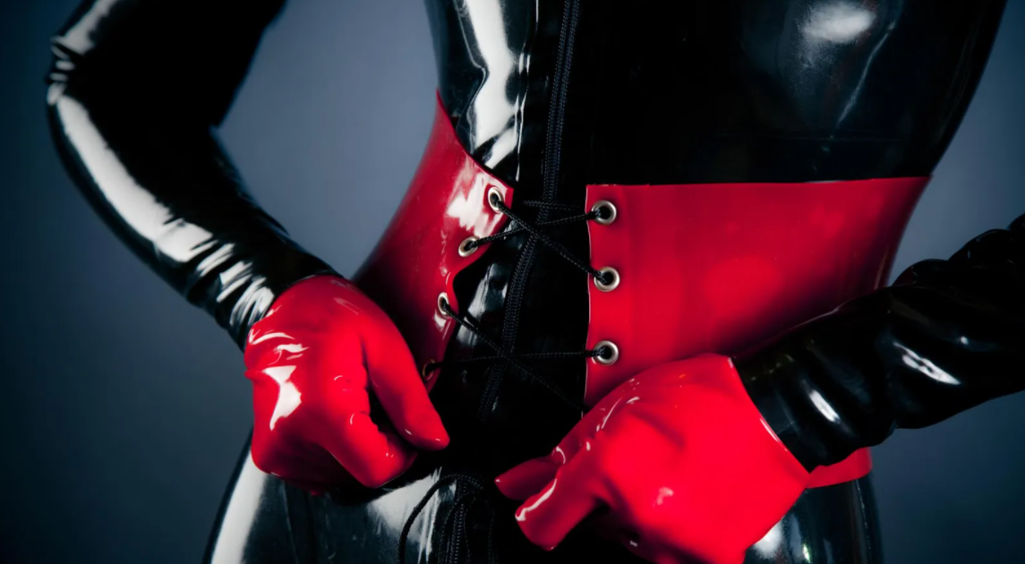 Betrapt in latex